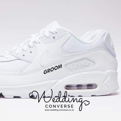 groom sneakers